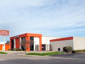 Image of Public Storage - Dallas - 7412 Lemmon Ave Facility on 7412 Lemmon Ave  in Dallas, TX - View 4