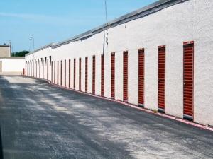 Image of Public Storage - Dallas - 4925 S Cockrell Hill Road Facility on 4925 S Cockrell Hill Road  in Dallas, TX - View 2