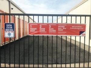 Image of Public Storage - Dallas - 4925 S Cockrell Hill Road Facility on 4925 S Cockrell Hill Road  in Dallas, TX - View 4