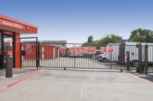 Image of Public Storage - Irving - 3501 Country Club Road North Facility on 3501 Country Club Road North  in Irving, TX - View 4