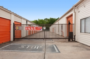 Image of Public Storage - Houston - 5460 Addicks Satsuma Road Facility on 5460 Addicks Satsuma Road  in Houston, TX - View 4
