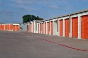 Image of Public Storage - Lewisville - 601 North Stemmons Freeway Facility on 601 North Stemmons Freeway  in Lewisville, TX - View 2