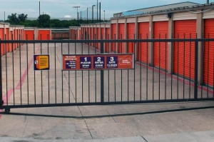Image of Public Storage - Arlington - 3216 E Pioneer Pkwy Facility on 3216 E Pioneer Pkwy  in Arlington, TX - View 4
