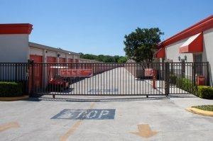 Public Storage - San Antonio - 16639 San Pedro Ave - Photo 4