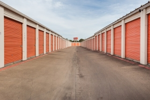 Image of Public Storage - Irving - 1520 W Irving Blvd Facility on 1520 W Irving Blvd  in Irving, TX - View 2