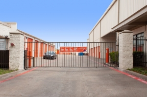 Public Storage - Dallas - 2420 N Haskell Ave - Photo 4