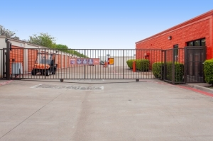 Image of Public Storage - Carrollton - 3750 Marsh Lane Facility on 3750 Marsh Lane  in Carrollton, TX - View 4