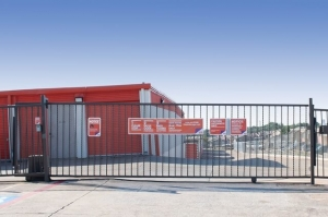 Image of Public Storage - Fort Worth - 8801 West Fwy Facility on 8801 West Fwy  in Fort Worth, TX - View 4