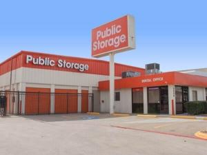 Image of Public Storage - Dallas - 3550 West Mockingbird Lane Facility at 3550 West Mockingbird Lane  Dallas, TX