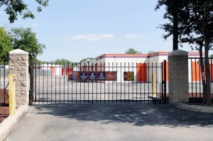 Public Storage - San Antonio - 10652 N Interstate Highway 35 - Photo 4