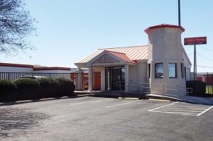 Public Storage - San Antonio - 10652 N Interstate Highway 35 - Photo 1