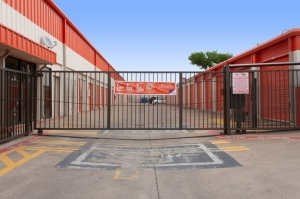 Image of Public Storage - Garland - 406 S Plano Road Facility on 406 S Plano Road  in Garland, TX - View 4