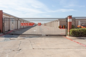 Image of Public Storage - Coppell - 1601 E Belt Line Rd Facility on 1601 E Belt Line Rd  in Coppell, TX - View 4