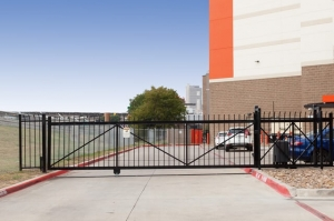 Image of Public Storage - Dallas - 1611 Chestnut St Facility on 1611 Chestnut St  in Dallas, TX - View 4