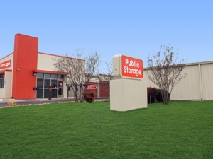 Image of Public Storage - Austin - 12342 Ranch Rd 620 N Facility on 12342 Ranch Rd 620 N  in Austin, TX - View 3