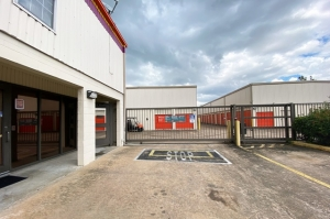 Image of Public Storage - Houston - 707 Maxey Rd Facility on 707 Maxey Rd  in Houston, TX - View 4