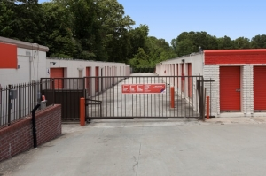 Image of Public Storage - Charleston - 2560 Ashley Phosphate Road Facility on 2560 Ashley Phosphate Road  in Charleston, SC - View 4