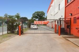Image of Public Storage - Hempstead - 817 Peninsula Blvd Facility on 817 Peninsula Blvd  in Hempstead, NY - View 4