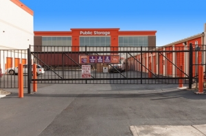 Image of Public Storage - Troy - 1404 E Big Beaver Road Facility on 1404 E Big Beaver Road  in Troy, MI - View 4