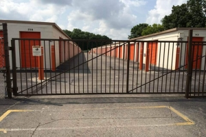 Public Storage - Indianapolis - 5505 Elmwood Ave - Photo 4