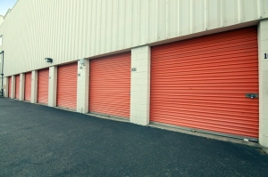 Image of Public Storage - Bethpage - 4040 Hempstead Turnpike Facility on 4040 Hempstead Turnpike  in Bethpage, NY - View 2