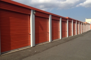 Image of Public Storage - Hillside - 625 Glenwood Ave Facility on 625 Glenwood Ave  in Hillside, NJ - View 2