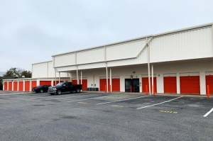 Image of Public Storage - Bethpage - 4113 Hempstead Turnpike Facility on 4113 Hempstead Turnpike  in Bethpage, NY - View 2
