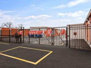 Image of Public Storage - Palatine - 1385 E Dundee Road Facility on 1385 E Dundee Road  in Palatine, IL - View 4