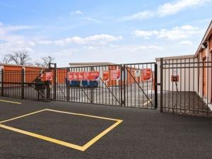 Public Storage - Palatine - 1385 E Dundee Road - Photo 4