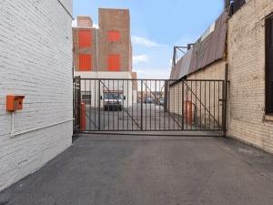 Image of Public Storage - Chicago - 4520 West Cermak Road Facility on 4520 West Cermak Road  in Chicago, IL - View 4
