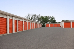 Image of Public Storage - Rolling Meadows - 2401 Lois Drive Facility on 2401 Lois Drive  in Rolling Meadows, IL - View 2