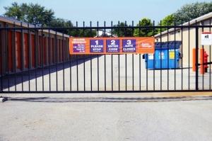 Image of Public Storage - Hilliard - 2221 Hilliard Rome Rd Facility on 2221 Hilliard Rome Rd  in Hilliard, OH - View 4
