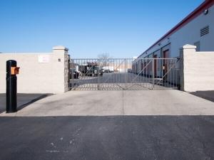 Public Storage - Glenview - 3320 W Lake Ave - Photo 4