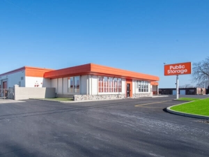 Image of Public Storage - Glenview - 3320 W Lake Ave Facility at 3320 W Lake Ave  Glenview, IL