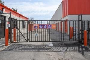 Public Storage - Darien - 1001 N Frontage Road - Photo 4
