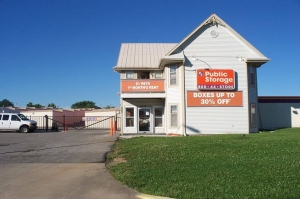 Image of Public Storage - Kansas City - 8601 East 67th Terrace Facility on 8601 East 67th Terrace  in Kansas City, MO