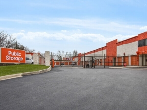 Image of Public Storage - Burr Ridge - 341 S Frontage Road Facility at 341 S Frontage Road  Burr Ridge, IL