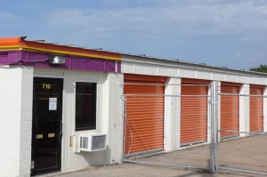 Image of Public Storage - Topeka - 710 SE 8th Ave Facility at 710 SE 8th Ave  Topeka, KS