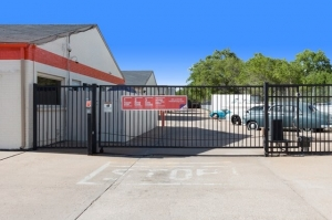Image of Public Storage - Wichita - 206 E MacArthur Road Facility on 206 E MacArthur Road  in Wichita, KS - View 4