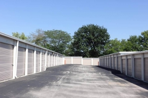 Image of Public Storage - Overland Park - 12501 Hemlock Street Facility on 12501 Hemlock Street  in Overland Park, KS - View 2