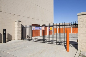 Image of Public Storage - Lincolnwood - 3501 W Touhy Ave Facility on 3501 W Touhy Ave  in Lincolnwood, IL - View 4