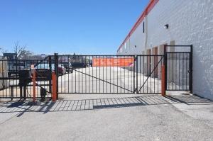 Image of Public Storage - Chicago - 5778 N Northwest Hwy Facility on 5778 N Northwest Hwy  in Chicago, IL - View 4