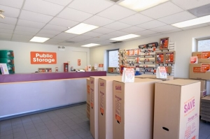 Image of Public Storage - Chicago - 5778 N Northwest Hwy Facility on 5778 N Northwest Hwy  in Chicago, IL - View 3