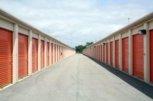 Image of Public Storage - Elmhurst - 297 W Lake St Facility on 297 W Lake St  in Elmhurst, IL - View 2