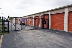 Image of Public Storage - Hammond - 4015 Calumet Ave Facility on 4015 Calumet Ave  in Hammond, IN - View 4