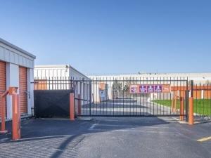 Image of Public Storage - Schaumburg - 2400 Palmer Drive Facility on 2400 Palmer Drive  in Schaumburg, IL - View 4