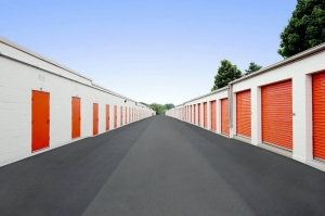 Image of Public Storage - Arlington Heights - 903 E Algonquin Road Facility on 903 E Algonquin Road  in Arlington Heights, IL - View 2