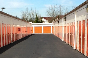 Image of Public Storage - Gresham - 2190 NW Burnside Rd Facility on 2190 NW Burnside Rd  in Gresham, OR - View 2