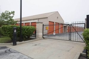 Image of Public Storage - Country Club Hills - 18400 Cicero Ave Facility on 18400 Cicero Ave  in Country Club Hills, IL - View 4