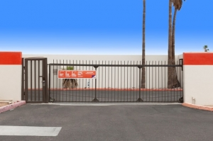 Image of Public Storage - Tempe - 700 W Warner Rd Facility on 700 W Warner Rd  in Tempe, AZ - View 4